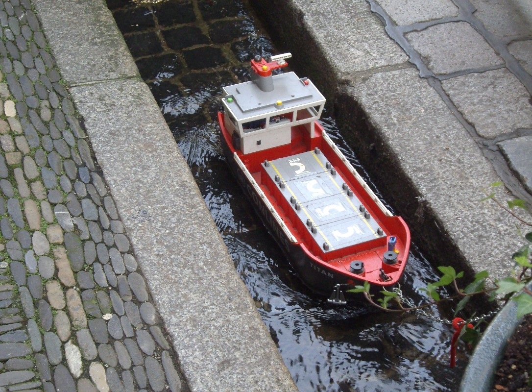 freiburg-canals-toy-boat